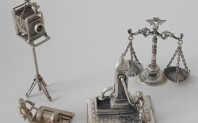 3 Dutch silver miniatures, second amount: Fountain, Man with cart and Camera + Silver miniature, scales, 835, appr. 84 grams (4x)
