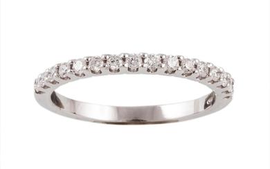 A DIAMOND HALF ETERNITY RING, with diamonds of 0.24ct in tot...