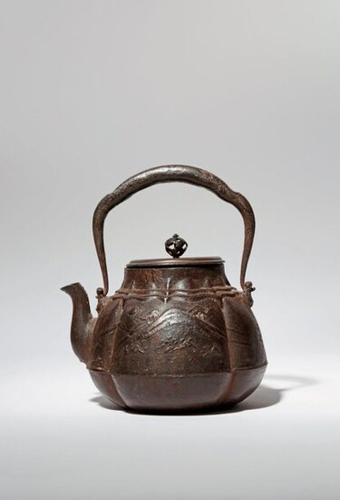 A JAPANESE CAST-IRON KETTLE AND COVER, TETSUBIN MEIJI PERIOD, 19TH...