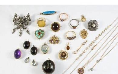 A JEWELLERY BOX CONTAINING VARIOUS ITEMS OF JEWELLERY includ...