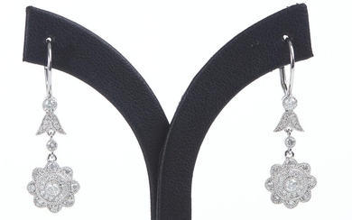 A PAIR OF DIAMOND DROP EARRINGS OF FLORAL DESIGN, IN 18CT WHITE GOLD, DIAMONDS TOTALLING 1.72CTS, TO LEVER BACK FITTINGS, LENGTH 30MM