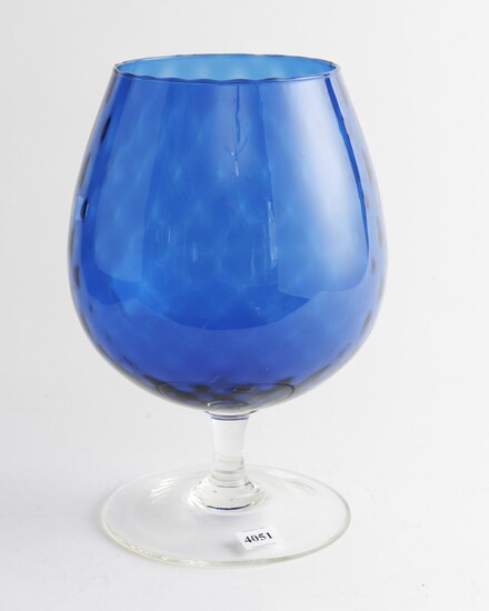 A RETRO BLUE GLASS GOBLET FORM VASE, 28 CM HIGH, LEONARD JOEL LOCAL DELIVERY SIZE: SMALL