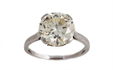 A SOLITAIRE DIAMOND RING, the circular diamond weighing appr...
