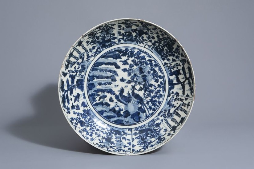 A large Chinese blue and white Swatow charger...