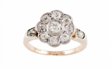 AN ANTIQUE DAISY CLUSTER RING with old cut diamonds of appro...