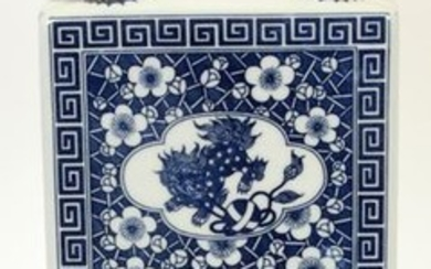 CHINESE, BLUE AND WHITE, PORCELAIN VASE LAMP