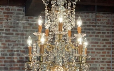 Chandelier, richly decorated, with 10 arms, in gilded bronze and crystals