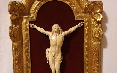 Corpus Christi, 26.5 cm - within coeval carved wooden frame - Ivory - Second half 18th century