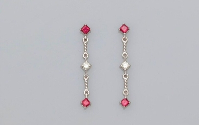 Earrings in white gold, 750 MM, each adorned with two square rubies, 30 x 4 mm, weight: 2.8gr. gross.