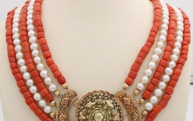 Necklace of pearls and coral with yellow gold clasp