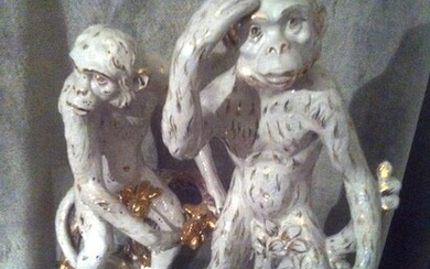 Pair of monkey sculptures - Glazed and gilded terracotta