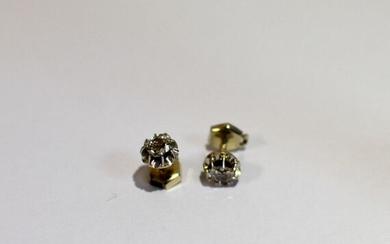 Pair of white gold ear studs (750 thousandths), each adorned with an old fashioned cut diamond.