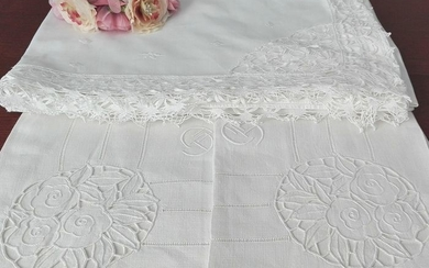 Precious sheet with bobbin lace and hand embroidery + 2 centenary pure linen towels (3) - 100% cotton sheets and linen towels - Second half 20th century
