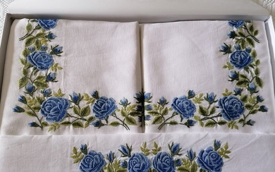 Spectacular!! Pure linen sheet with Rose embroidery in full stitch by hand - Linen - After 2000