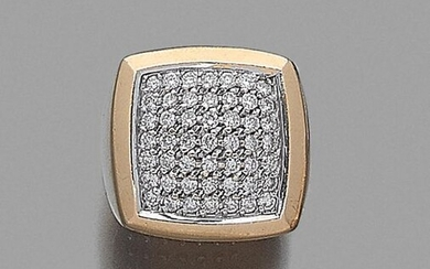 Square signet ring in yellow and white gold (750‰) surmounted by a pavé of brilliant-cut diamonds. French work.