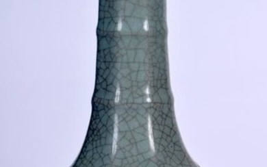 A CHINESE GE TYPE CRACKLE GLAZED VASE, hexagonal in