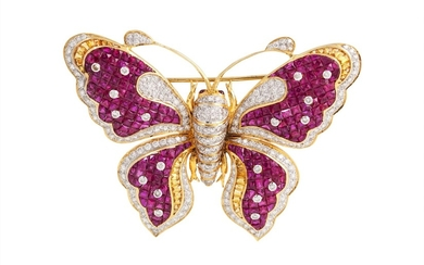 A RUBY AND DIAMOND BUTTERFLY BROOCH, set throughout with Fre...