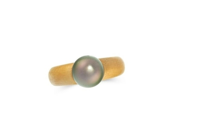 A VINTAGE PEARL DRESS RING in 18ct yellow gold, the