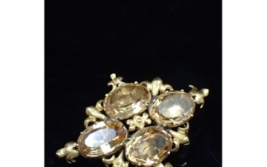 A gemstone antique brooch approx. 8 grams