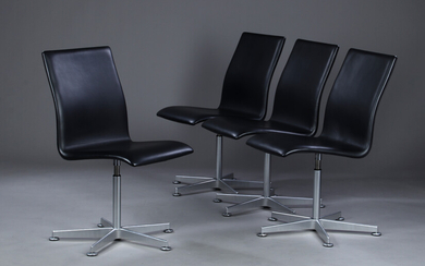 Arne Jacobsen. A set of four Oxford chairs with return function, black leather (4)