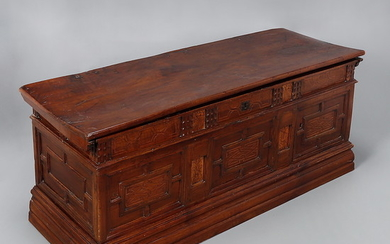 Catalan walnut hope chest, second half of the 18th Century.