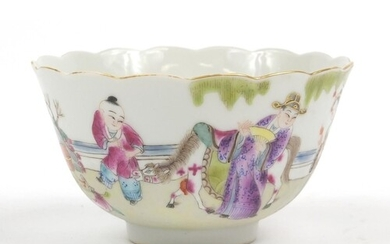 Chinese porcelain bowl finely hand painted in the famille ro...