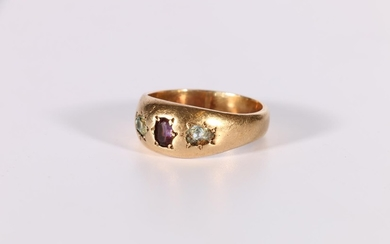Gent's large 9ct gold ring with garnet and two damaged aquam...