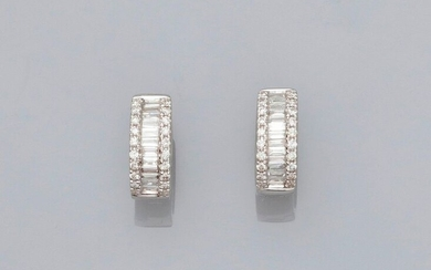 Hoop earrings in white gold, 750 MM, adorned with baguette-cut diamonds, 11 x 5 mm, weight: 2.6gr. rough.