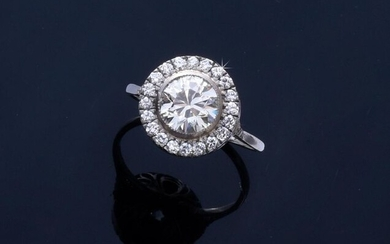 Ring in platinum 800e, set with a half-cut diamond of about 1.8 ct, in a closed setting in a setting of brilliants.