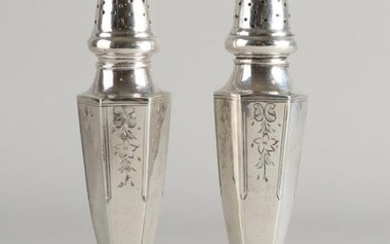 Set with two silver sprinklers, 800/000, on round base with hexagonal bush decorated with floral engraving and a convex sprinkler cap. Height 17.5mm. Total approx. 134 grams. Both slightly crooked, and one at the foot a bit dented.