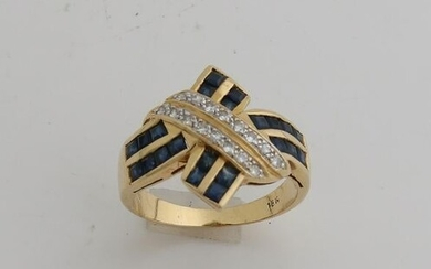 Yellow gold ring, 750/000, with sapphire and