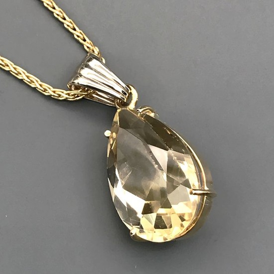 18 kt. Yellow gold - Necklace with pendant - 15.10 ct Topaz