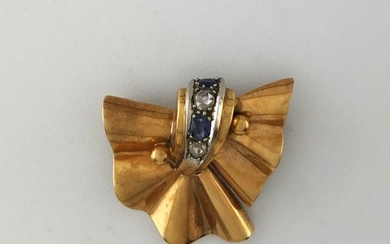 750°/°° gold and platinum brooch set with roses...