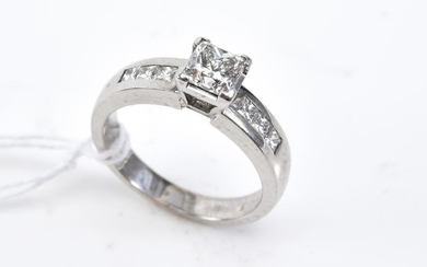 A DIAMOND DRESS RING IN 18CT WHITE GOLD BY RENATO JEWELLERS, SIZE L