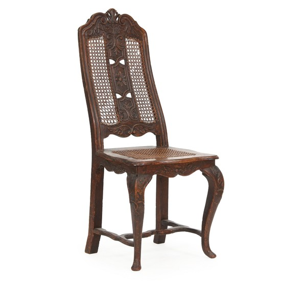 A French Régence walnut side chair. Wickerwork seat and back. Ca. 1720.