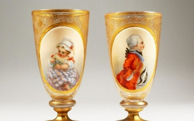 A GOOD PAIR OF 19TH CENTURY GILDED GLASS PEDESTAL