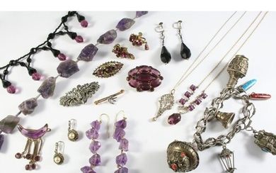 A QUANTITY OF JEWELLERY AND COSTUME JEWELLERY including a ro...