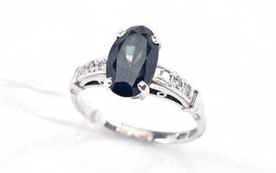 A SAPPHIRE AND DIAMOND RING IN 18CT WHITE GOLD,SIZE P-Q, 3.7GMS