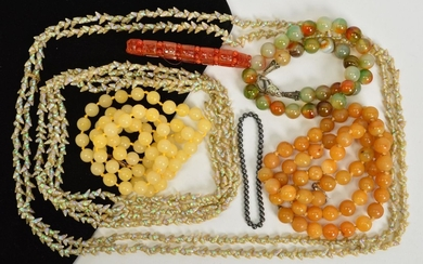 A SELECTION OF GEM JEWELLERY, to include and agate bead neck...
