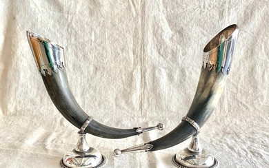 A pair of ceremonial goblets(2) - Silver plated, Horn - Early 20th century