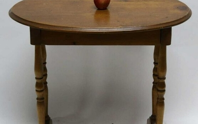 AMERICAN ANTIQUE PINE OVAL SINGLE DRAWER TABLE
