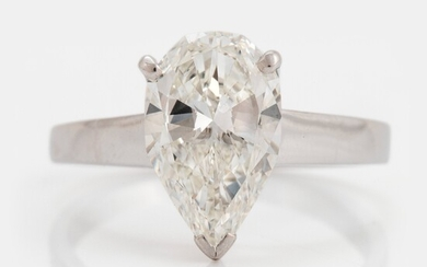 An 18K white gold ring set with a pear shaped brilliant-cut diamond 2.12 cts G vs 1
