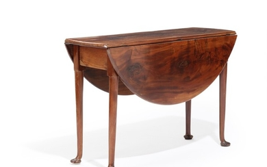 An English 19th century mahogany drop leaf table, top with two oval leaves, fluted legs with pad feet. H. 68. L. 104. W. 37/102 cm.