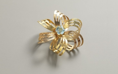 Brooch in yellow gold
