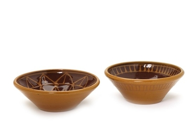 Morten Løbner Espersen: A pair of stoneware bowls, decorated with pattern in brown and ochre coloured glaze. Unique. (2)