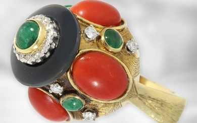Ring: extravagant vintage goldsmith ring with emerald and coral cabochons and diamonds, 18K yellow gold, probably around 1950