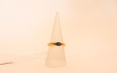 Ring in 18 karat yellow gold set with a sapphire, t. 54, 5 g approx.