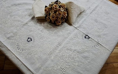 Tablecloth x12 with completely hand embroidery