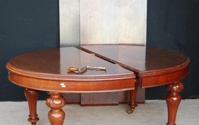 Victorian mahogany extending dining table, the moulded oval ...