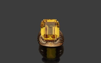 Yellow gold ring, 18k 750‰, set with a...